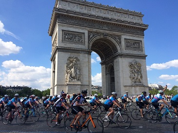 AMR Cyclists beneath Arc de Triomphe 1