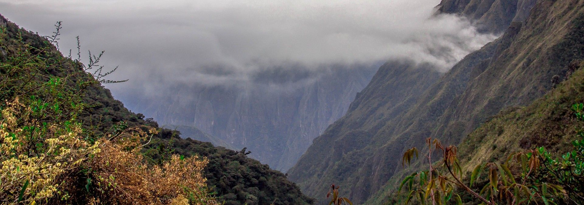 Cloud_over_Dead_Womans_Pass_Inca_Trail.jpg