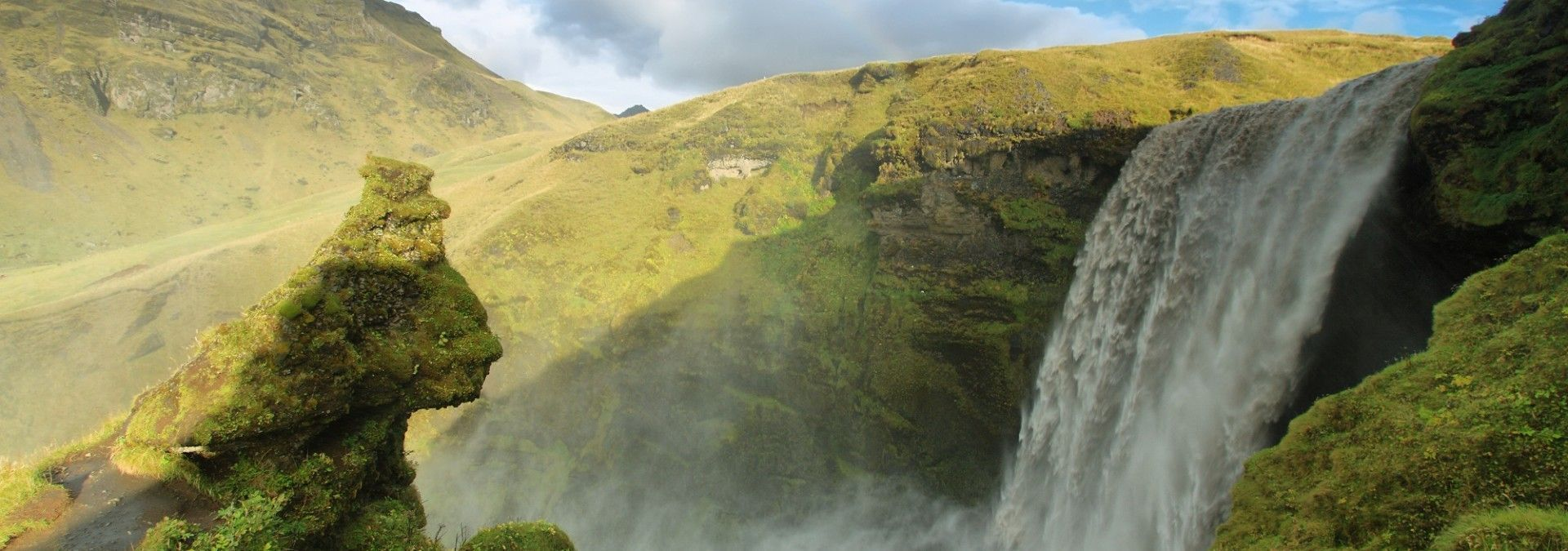 Waterfall_Icelandic_Lava_Trek.jpg