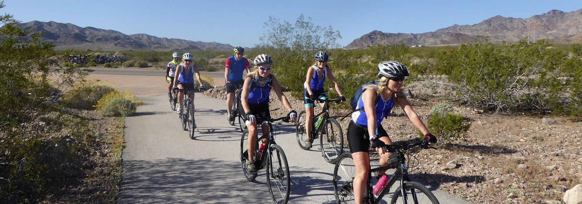 Group_of_Cyclists_Grand_Canyon_National_Park.jpg