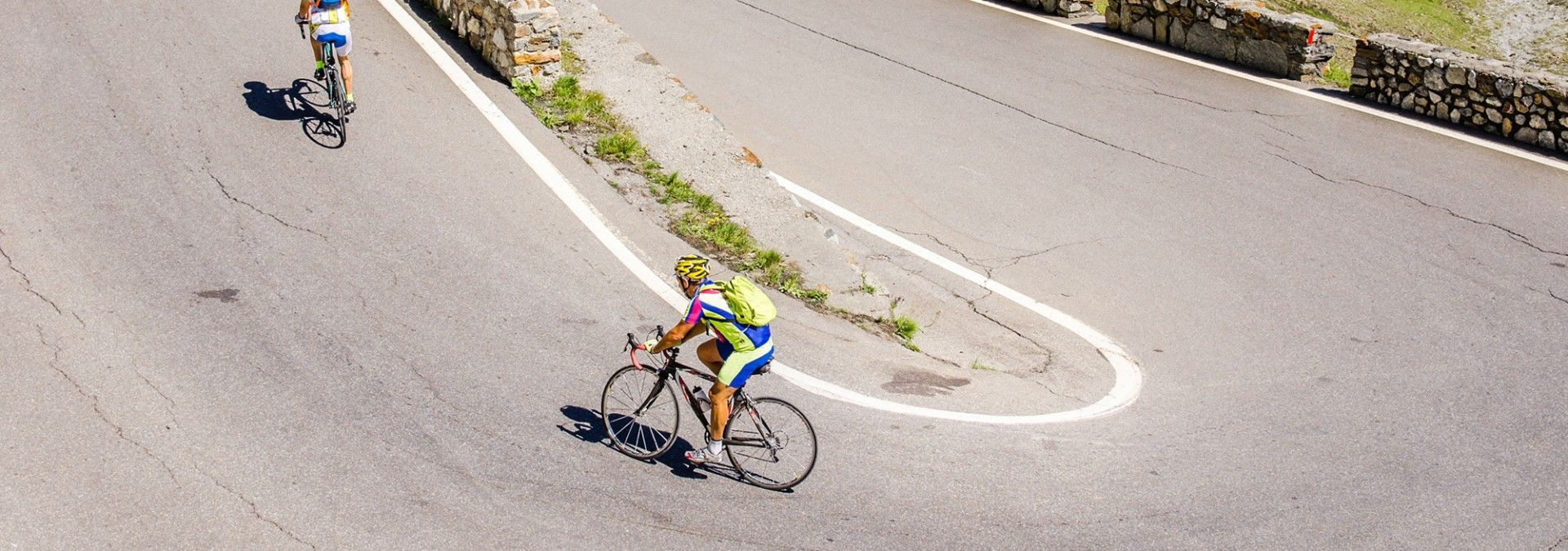 Cyclist_on_hairpin_bends_Stelvio_Pass_Italy.jpg