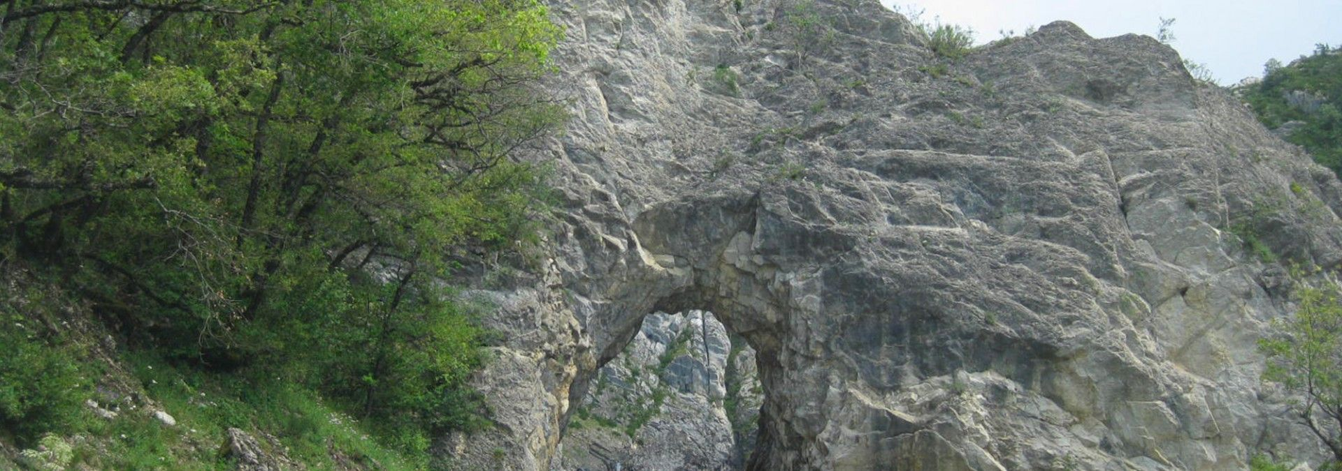 Stone_arch_on_alpine_road_Geneva_to_Nice_Cycle.jpg