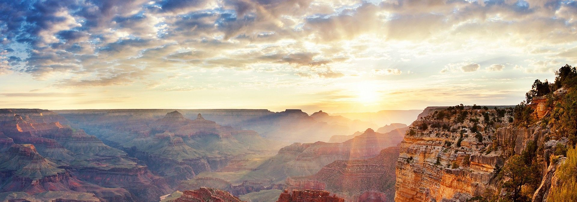 View_of_Grand_Canyon_at_sunrise.jpg