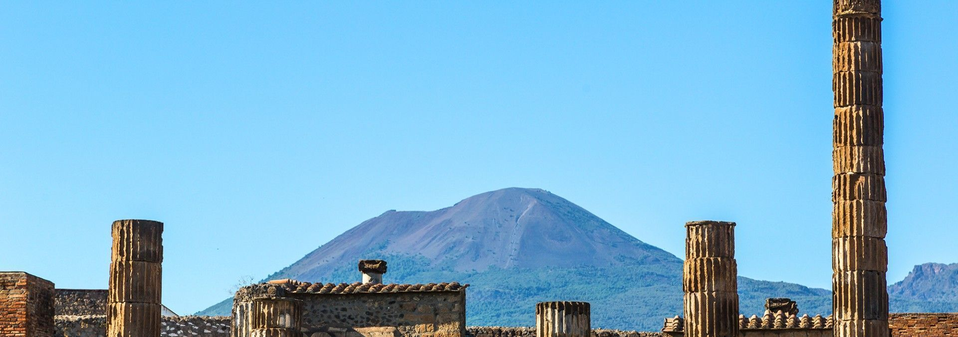 Mount_Vesuvius_and_the_ruins_of_Pompeii.jpg