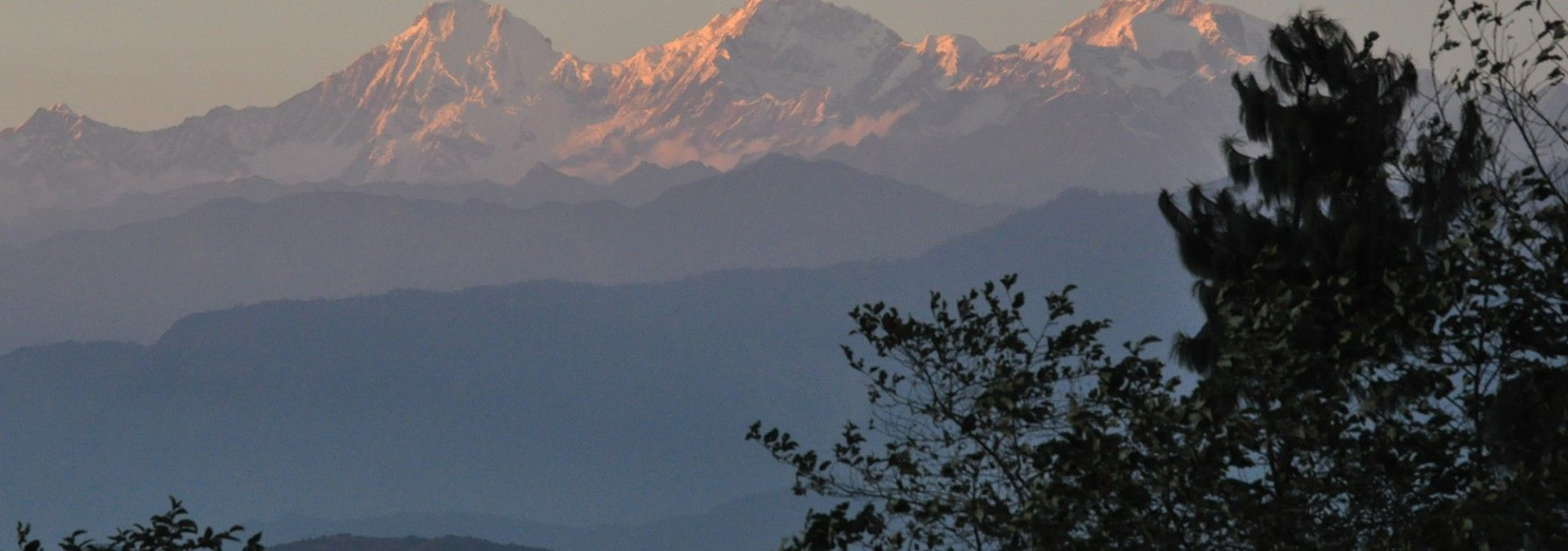 The_Langtang_Mountain_range_Nepal.jpg