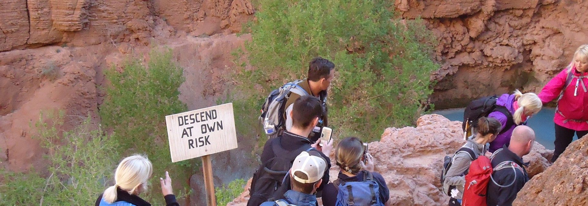 Descending_the_Canyon_USA_trekking.jpg