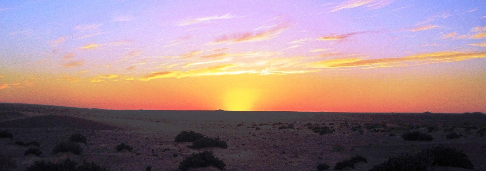 Sunrise_in_the_Sahara_Morocco.jpg