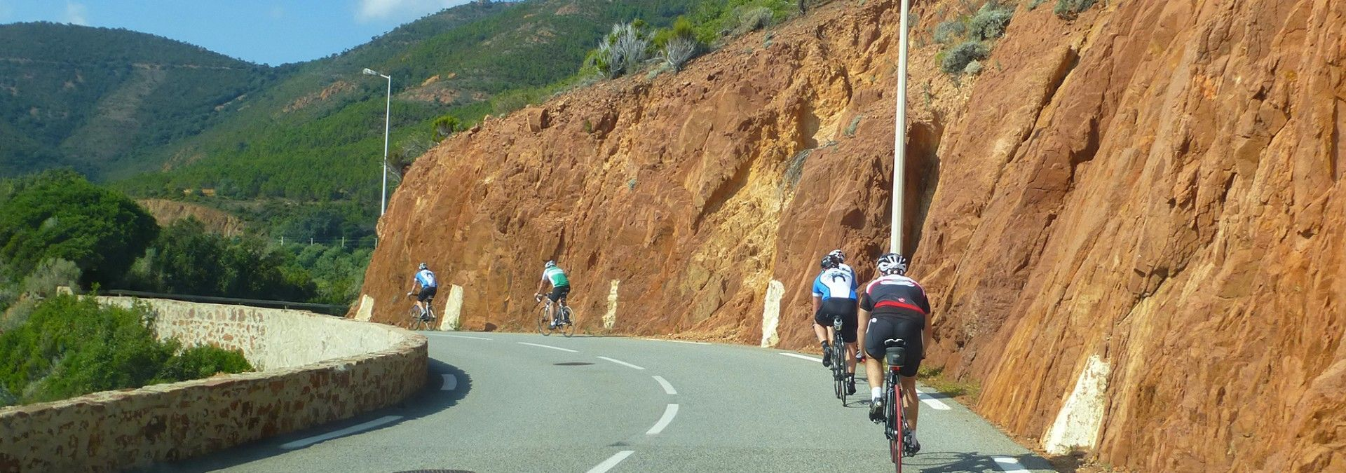 Cycling_rock_lined_road_to_Carcassonne.jpg