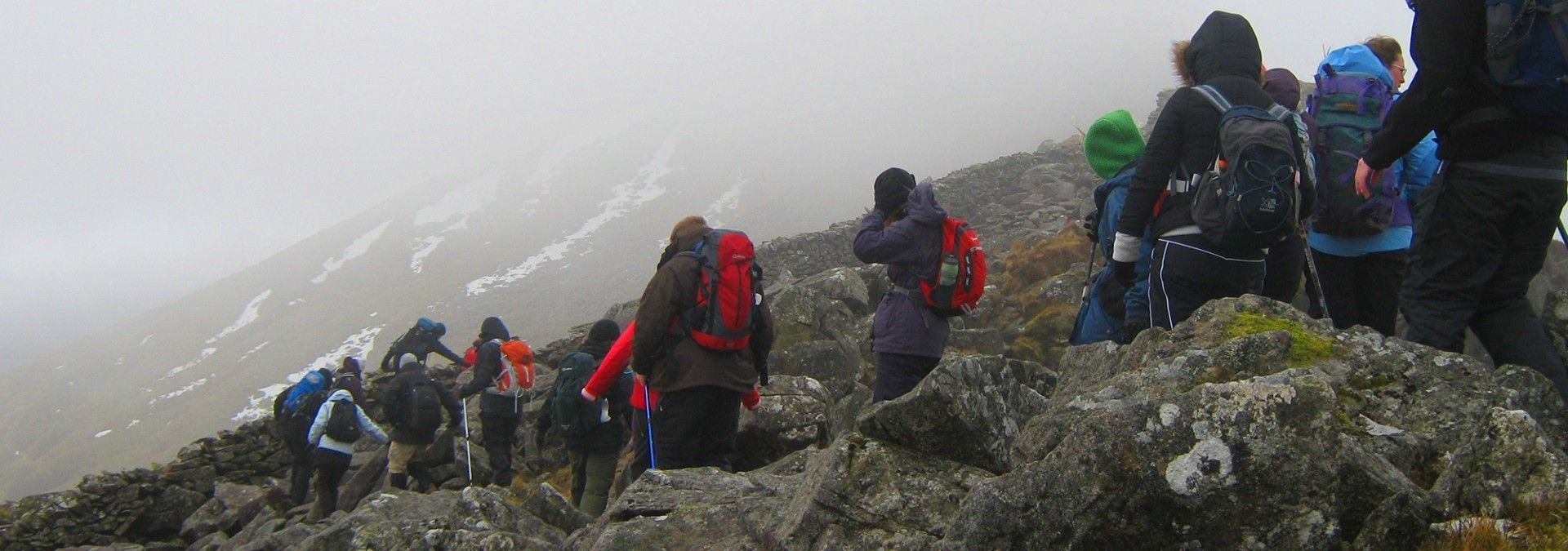 Rocky_descent_of_Mount_Snowdon.jpg
