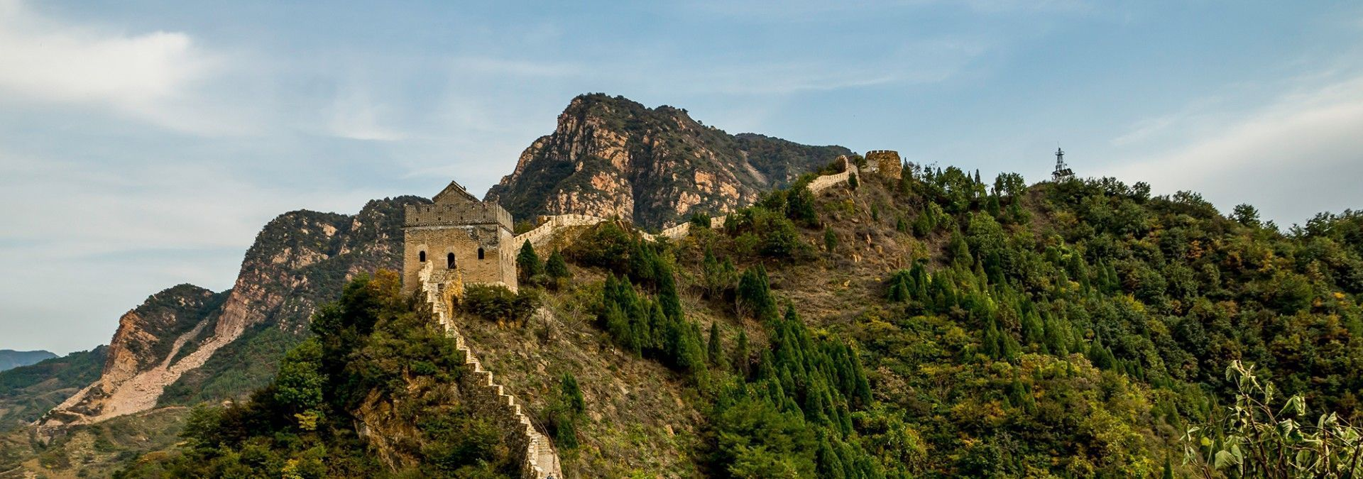 Great_Wall_of_China_mountain_view.jpg