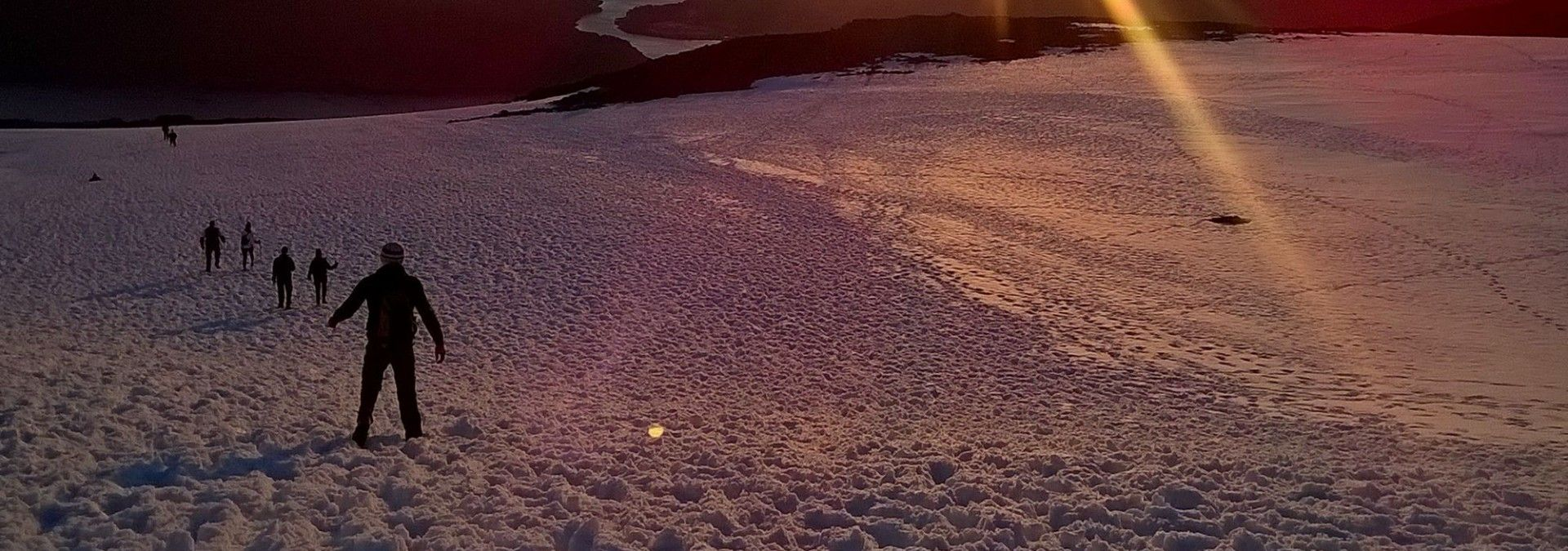 Sunrise_over_Ben_Nevis_summit.jpg